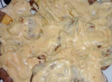 Bife acebolado com molho de maionese