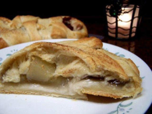 Massa de pão recheada com maçãs