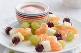 espetos de fruta com iogurte