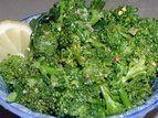 Brócolis cozido no microondas com limão e alho