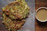 Okonomiyaki de repolho e camarão
