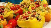 Pimentão reheado com grão de bico e quinoa