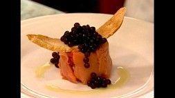 Caviar de Tapioca com Tartare de Salmão