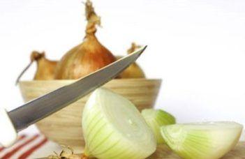 Truques para cortar cebola sem chorar