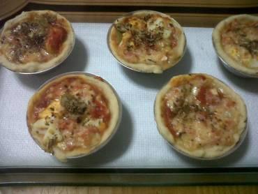 Pizza portuguesa na forminha de empada