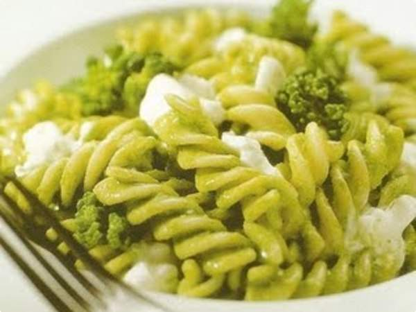 Macarrão parafuso com brócolis