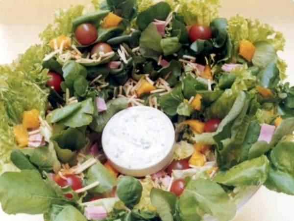 Salada tropical de folhas