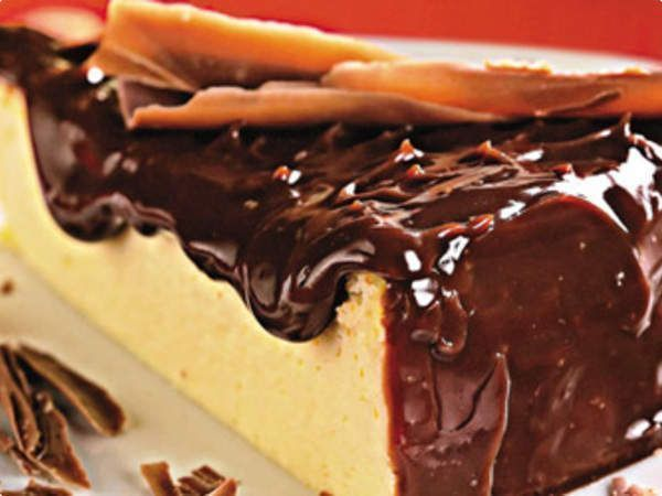 Cheesecake com cobertura de chocolate ao leite