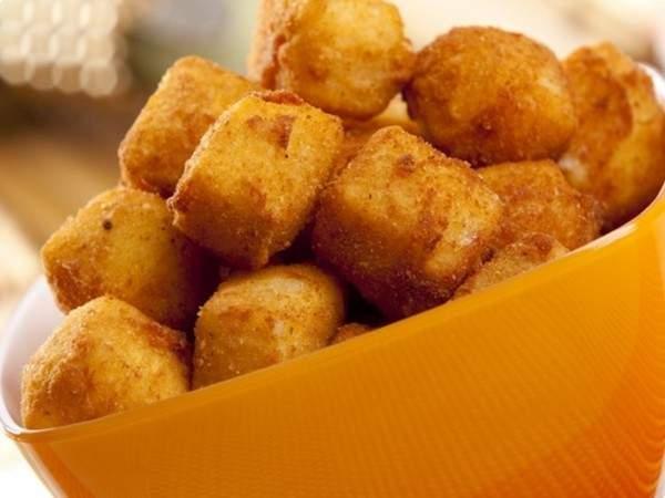 Quadradinhos de queijo à milanesa
