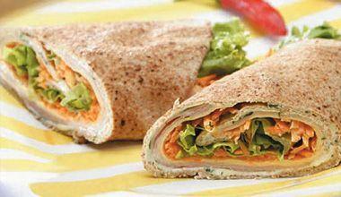 Sanduíche enrolado no pão sírio