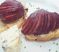 Crostini ao gorgonzola com peras ao vinho