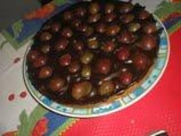 Torta de chocolate trufado com uvas/morango