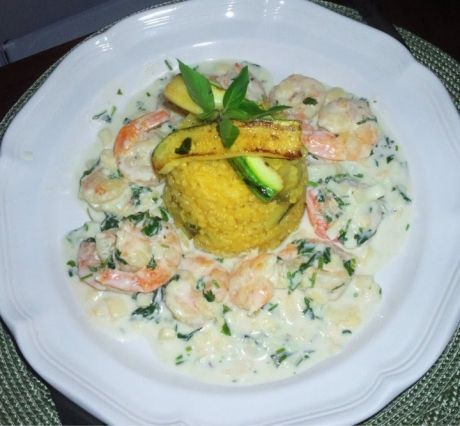 Bolinho de arroz de coco com camarão