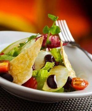 Salada ao molho pesto fácil