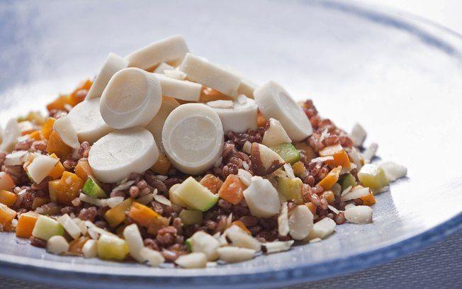 Salada de arroz vermelho