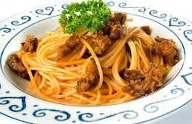 Espaguete com ragu de rabada