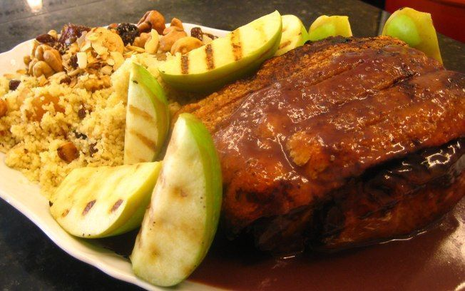 Lombo de porco à pururuca com maçãs