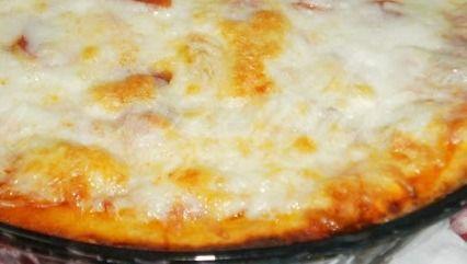 Pizza de presunto com mozzarella