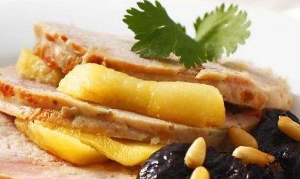 Lombo com Ameixas e Suco de Abacaxi