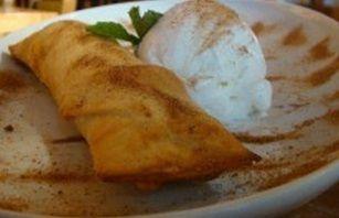 Chimichanga de maçã com sorvete de creme