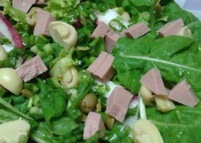 Salada com rúcula e champignon
