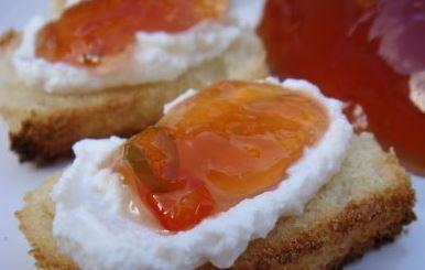 Pão com Geleia de Damasco