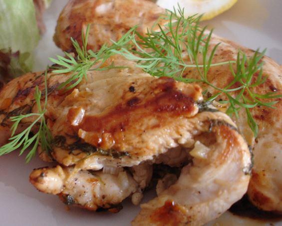 Peito de frango com limão siciliano e dill