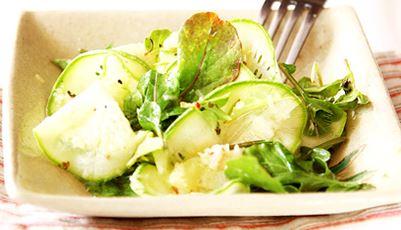 Salada de abobrinha com manjericão e parmesão