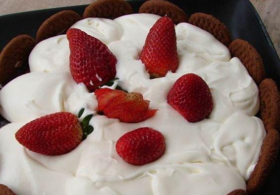 Torta de Brigadeiro com Nozes e Chantilly