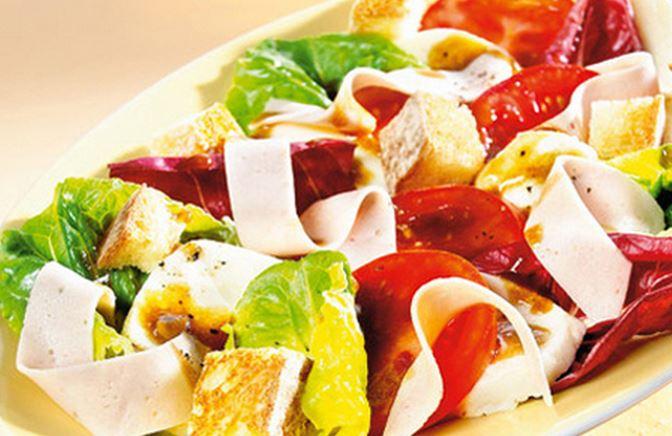 Salada de Pão com Mortadela
