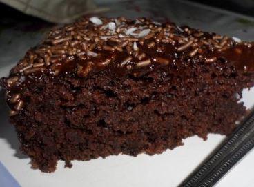 Bolo Vegano de Chocolate com Cobertura de Chocolate