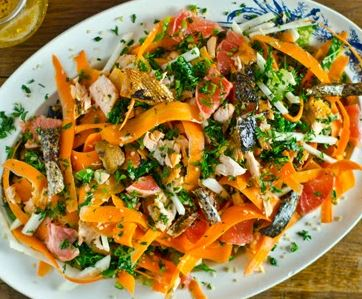 Salada de quinoa e salmão