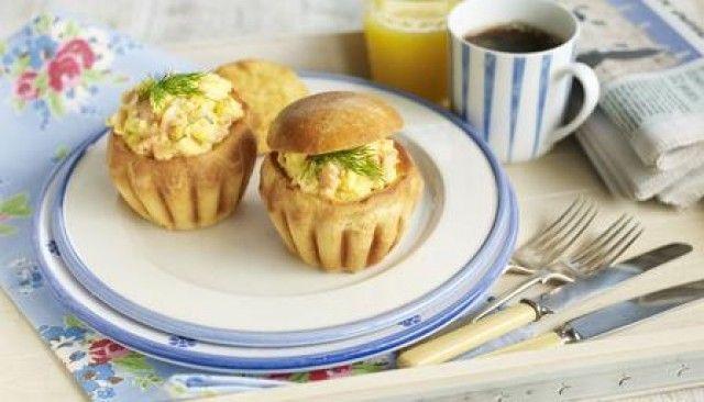 Ovos mexidos com salmão defumado e brioche