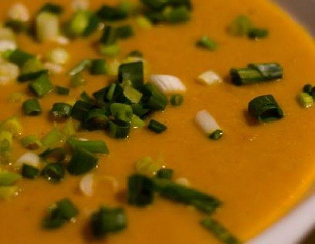 Sopa de cenoura, abóbora e curry