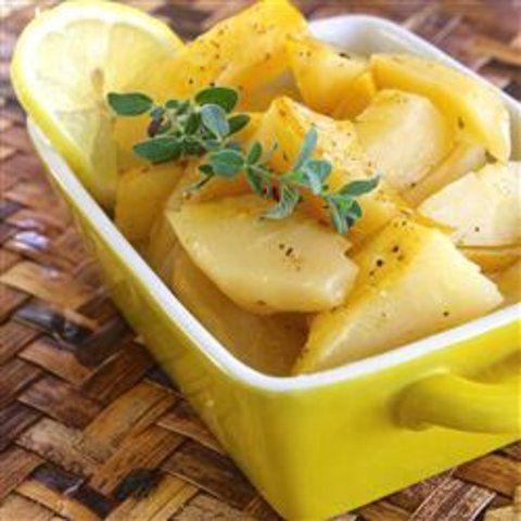 Limão ao estilo grego com batatas torradas