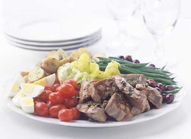 Salada Niçoise de atum grelhado
