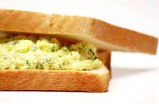 Sanduíche de pasta de ovos
