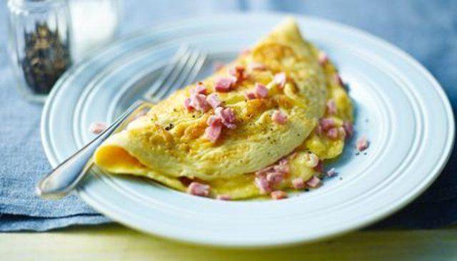 Omelete de queijo e presunto