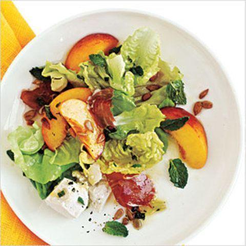Prosciutto, pêssego e salada de alface doce