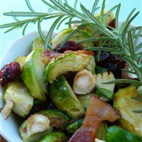 Salada morna de couve de bruxelas com Avelãs e Cranberries
