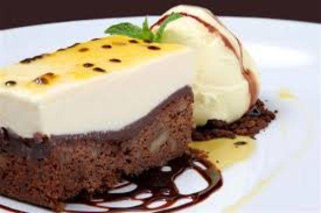 Sorvete de banana com brownie de chocolate