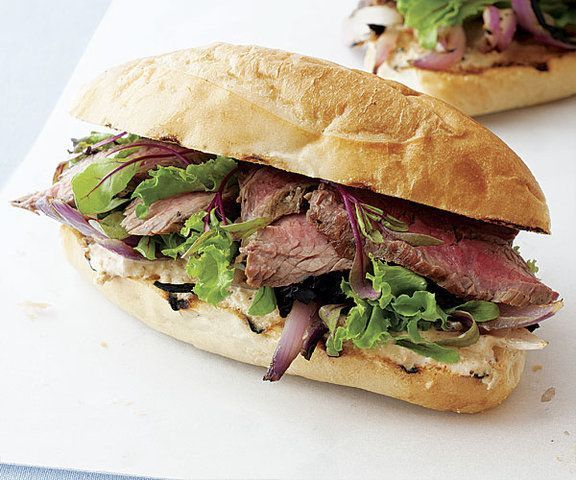 Sanduíches de Bife com Maionese Picante