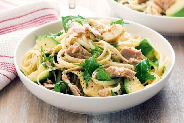 Salada de macarrão com atum picante
