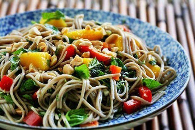 Salada de macarrão instantâneo
