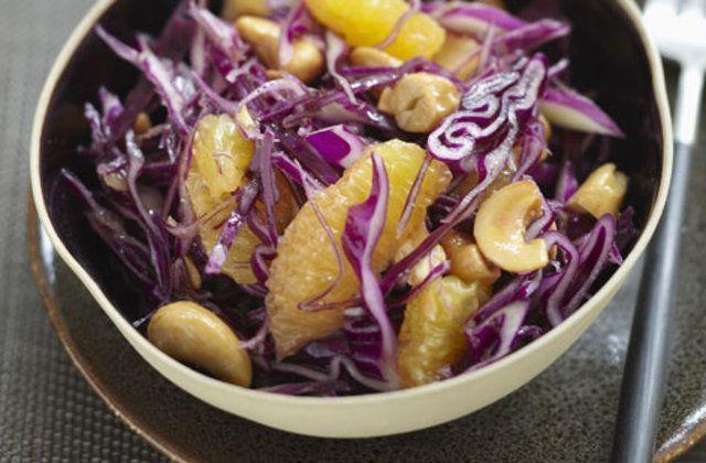 Salada de repolho com laranja e castanhas de caju