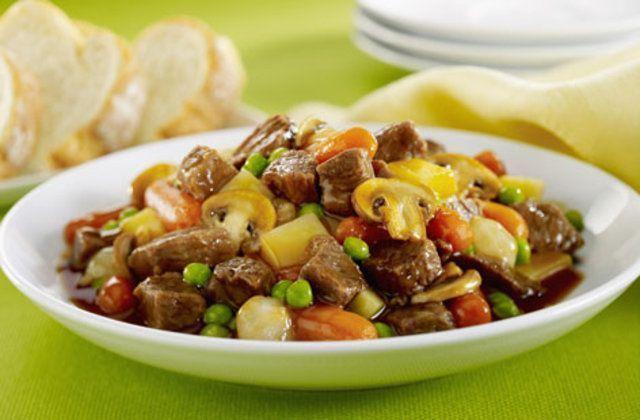 Carne com vegetais e cogumelo