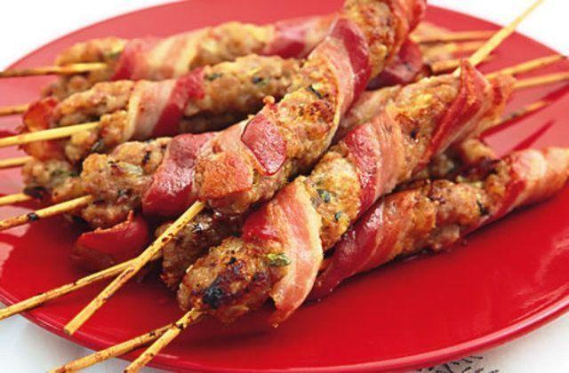 Kaftas de salsicha e bacon