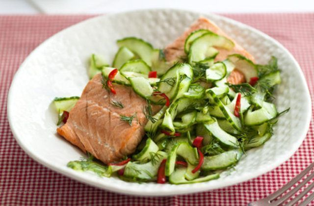 Salada de pepino, pimentão e dill