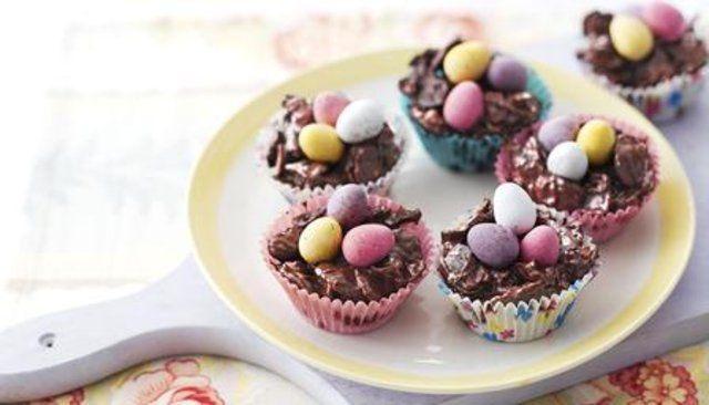 Bolos ninho de ovos de chocolate