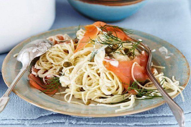 Espaguete cremoso com salmão e limão